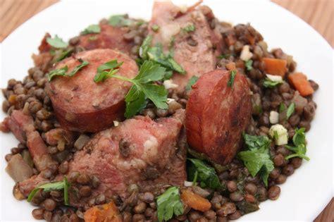 cuisiner saucisse morteau saucisse de morteau aux lentilles carrefour cluses