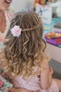 Mädchenfrisur mit Locken und Rosenspangen | Frisuren ...