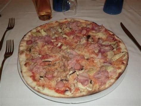 pizza in porto recanati pizza capricciosa picture of baia corso porto