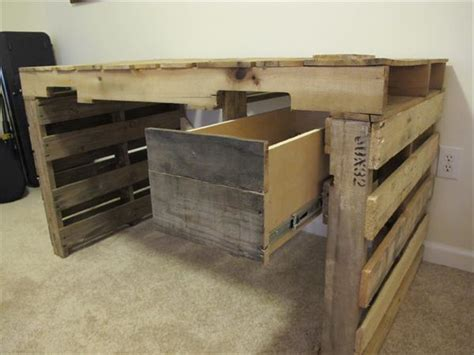 Plywood Sofa Plans by Diy Pallet Desk With Drawers 99 Pallets