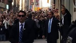 Crowds flock to Obama in NYC - CNN Video