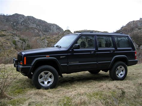 Jeep Cherokee Sport Photos  Photogallery With 4 Pics