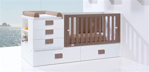 chambre de bébé évolutive lit bébé évolutif ou lit bébé combiné lequel choisir