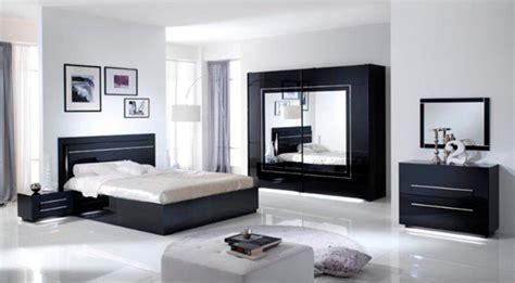 chambre avec lit noir lit avec coffre de rangement city laque noir chambre à