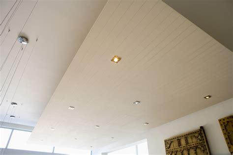 poser un luminaire au plafond comment poser un spot 224 encastrer au plafond