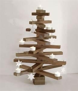 Deko Weihnachtsbaum Holz : holz weihnachstbaum in ger ucherter eiche mit dekoration ~ Watch28wear.com Haus und Dekorationen