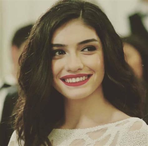 Hazar Ergüçlü Drama List, Height, Age, Family, Net Worth