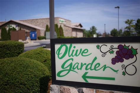 olive garden clarksville in olive garden cooks up large portion of darden restaurants