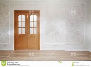 porte en bois dans la chambre simple avec le plancher en With porte en bois de chambre