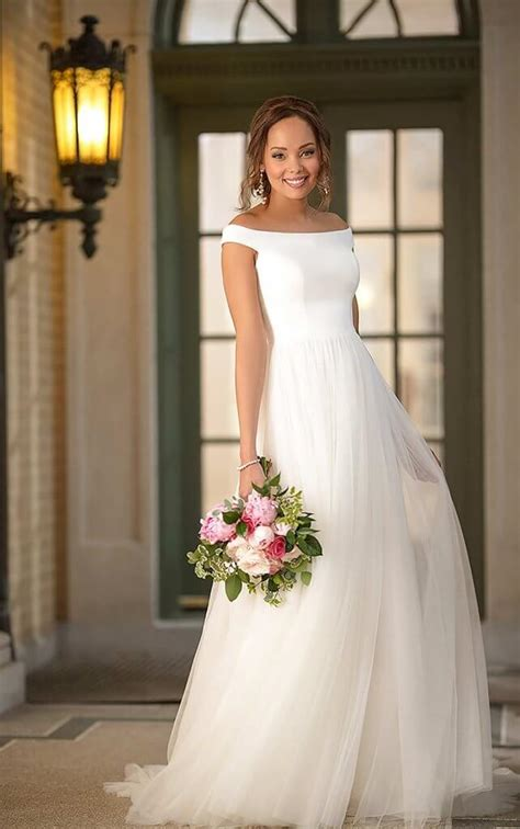 A Lines vs Ballgowns: Which Should You Choose? Pretty