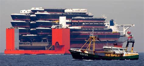 heavy lift ship  ship  carries  ships