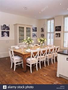 Salle A Manger Bois Blanc : chaises blanches table simple en bois blanc moderne en cuisine salle manger avec parquet et ~ Melissatoandfro.com Idées de Décoration