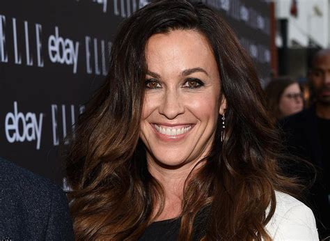 Alanis Morissette says it was hard to 'sober up' after ...