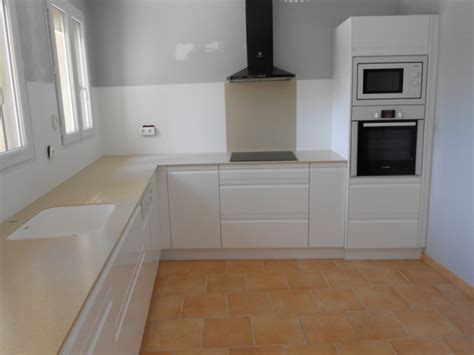 credence cuisine blanc laqué cuisines modernes laqué blanc plan et crédence