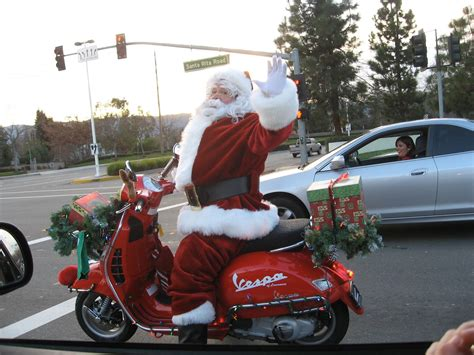 motoblogn happy holidays santa rides a motorcycle