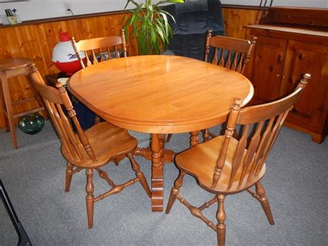 solid roxton maple pedistal table 4 chairs west shore