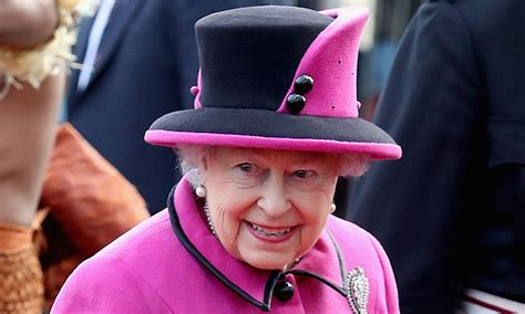 The Queen is hiring a new Twitter manager - apply here! | HELLO!