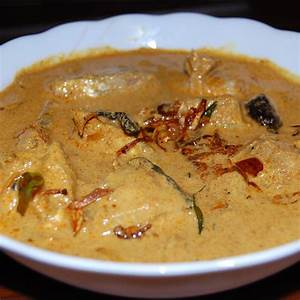 Kerala Style Fish curry with coconut milk (Meen vevichathu ...