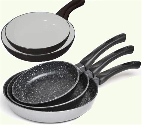 poele cuisine ceramique poele anti adhesive table de cuisine