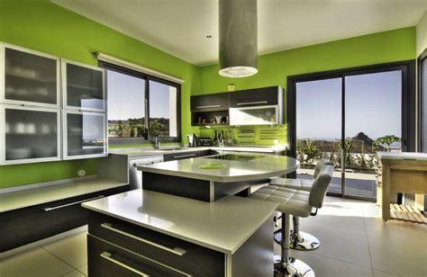 tapisserie de cuisine moderne cuisine verte 60 photos et conseils déco pour une cuisine