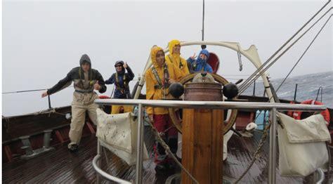 heading  bermuda sailors   sea
