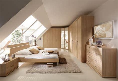 schlafzimmer mit schraege