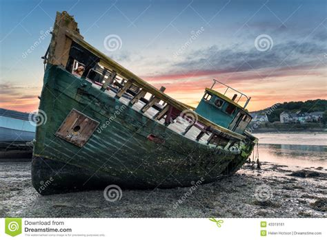 Boat Wreck Pictures by Boat Wreck Wooden Boat Sea Waves Sand Lengkap