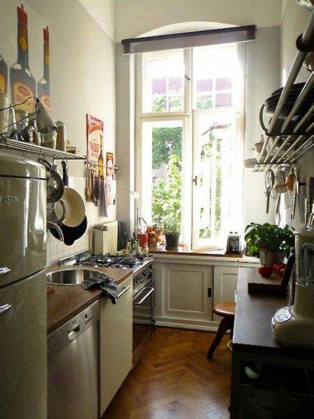 Kleine Schmale Küche by Sch 246 Ne Schmale K 252 Che In Einer Altbauwohnung Apartment