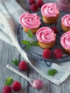 Cupcakes Mit Füllung : wie ein rosenstrau oder cupcakes mit himbeer curd f llung zum kaffee dazu ~ Eleganceandgraceweddings.com Haus und Dekorationen