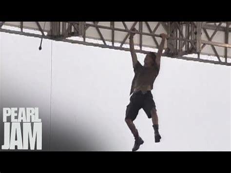 Eddie Vedder Stage Dive - eddie vedder s stage diving and climbing antics were