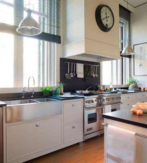whats a color for a kitchen cocina con isl de color blanco y negro y fregadero 2167