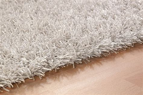 comment nettoyer un tapis blanc nettoyer tapis shaggy stunning tapis tapis shaggy marron gris blanc x cm tap with nettoyer
