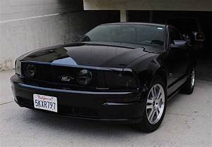 Black 2005 Ford Mustang GT Deluxe V8 automatic For Sale - MustangCarPlace