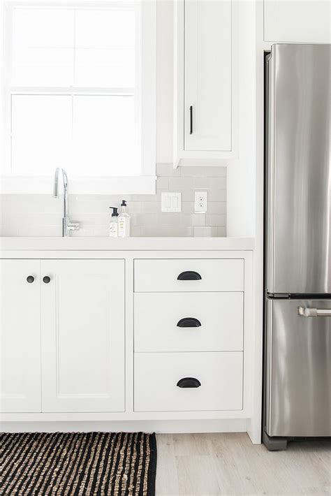 benjamin moore chantilly lace kitchen cabinet paint color