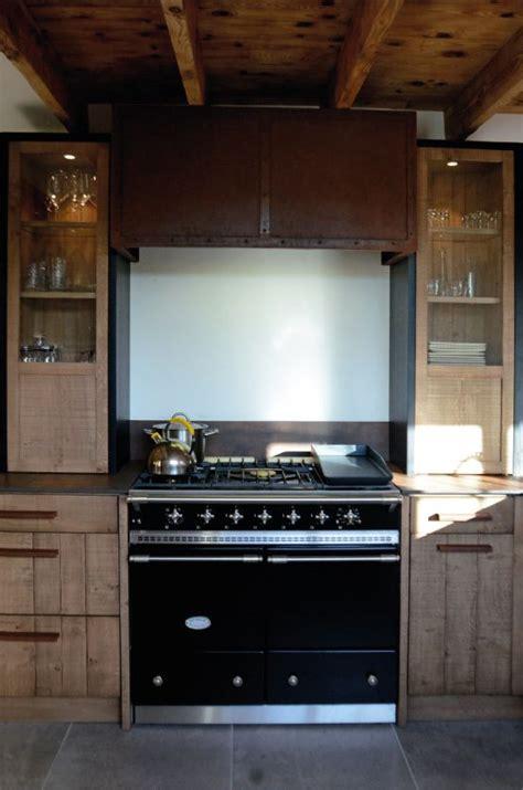 hotte industrielle cuisine cuisine atelier chêne clair bardage acier oxydé iron