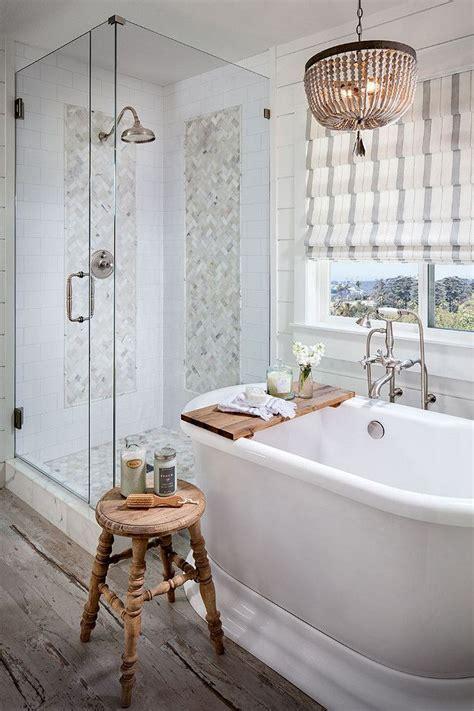 Gorgeous Farmhouse Master Bathroom Decorating Ideas (39