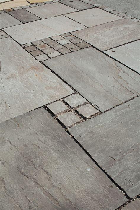 Sandstein Verfugen Material by Terrassenplatten Sandstein Autumn Grey Spaltrau