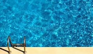 Pool Von Oben : swimmingpool von oben stockfoto bild von pool hintergrund 43418606 ~ Bigdaddyawards.com Haus und Dekorationen