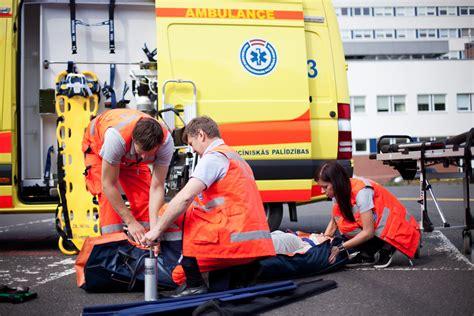 NMPD gaida izmaiņas - ārstu palīgiem būs jāsēžas pie ...