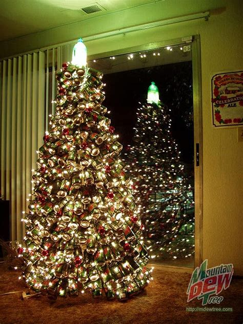 ideas de como hacer arbol navide241o con latas recicladas a classic tree made from 400 mountain dew cans bit rebels