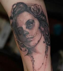 Tatouage Bras Complet Femme : photo tatouage femme un tatouage gothique sur le bras ~ Melissatoandfro.com Idées de Décoration