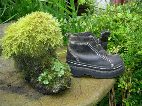 garden shoes recycling boot reuse recycled yard mom projects thrifty diy things boots moss thriftynorthwestmom round keepsake nw