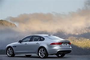 Jaguar Xf Pure : essai jaguar xf 2015 le test de la version diesel de 180 ch l 39 argus ~ Medecine-chirurgie-esthetiques.com Avis de Voitures