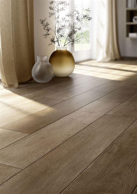 chambre violet et beige carrelage imitation bois et parquet marazzi