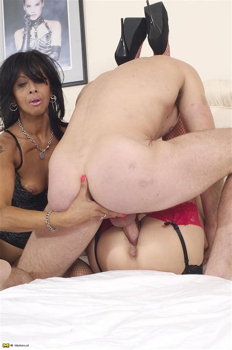 Milf Sophia And Friend Share A Man Meat Milf Fox