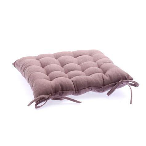 chaise tapissier coussin de chaise carré tapissier mauve galette et