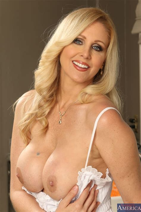 Hot Milf Julia Ann Gets Banged Hard In The Kitchen Picture 04