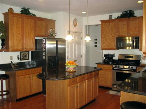 colours that go with oak kitchen cabinets best color countertops for honey oak cabinets www 9816
