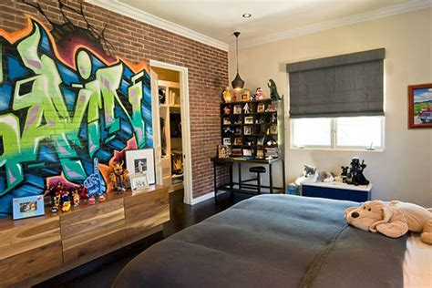 25 Cool Graffiti Wall Interior Ideas