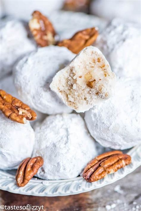 This was my first shot at making wedding cookies. Mexican Wedding Cookies {Traditional Butterball Snowball Cookie Recipe}   Mexican cookies ...